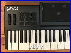Akai SynthStation 49 Midi Keyboard USB Controller Drum Pads und Apple iPAD Dock
